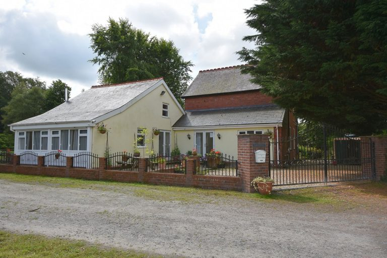 Abernant Lakeside Cottage