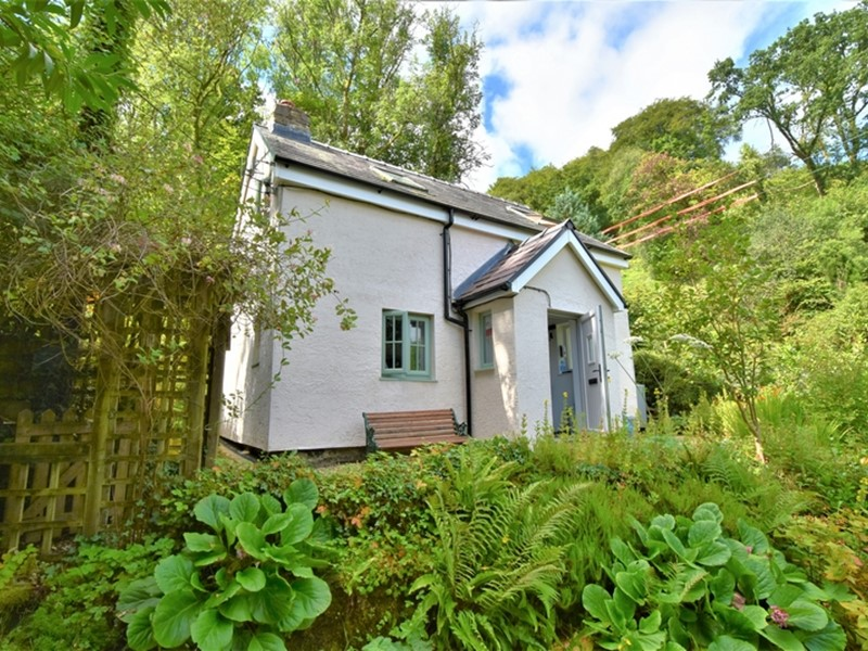 Glandwr Cottage, Talley, Carmarthenshire. - Image No: 6222